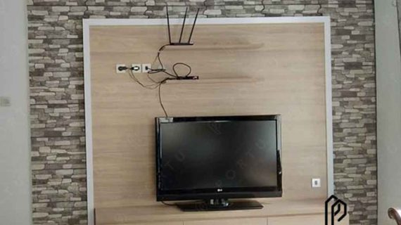 backdrop tv minimalis dengan kombinasi batu yang cantik