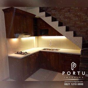 kitchen set klasik dengan bahan berkualitas terbaik di Portu Interior