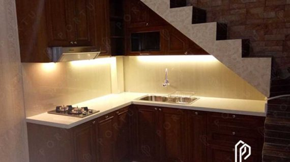 kitchen set bawah tangga design klasik bahan anti rayap by Portu Interior