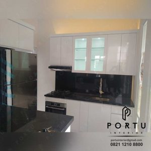 kitchen set dapur minimalis modern warna putih glossy produksi Portu Interior