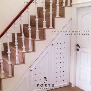 lemari bawah tangga design semi klasik di Portu Interior
