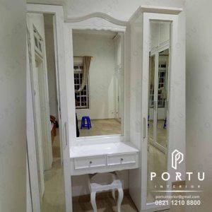 meja rias design klasik warna putih produksi Portu Interior