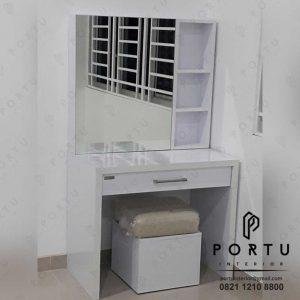 meja rias minimalis dan simple warna putih by Portu