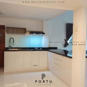 contoh lemari dapur minimalis modern by Portu Interior