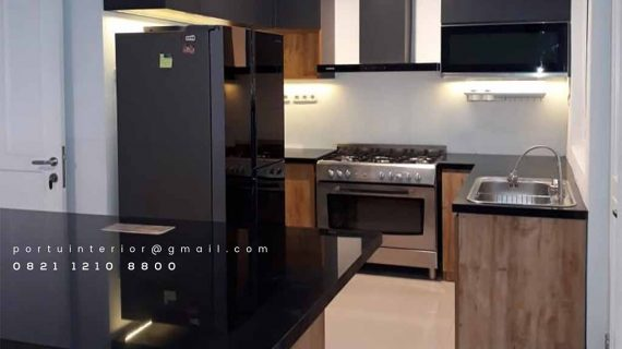 contoh lemari dapur coklat kombinasi hitam dengan meja bar id3456