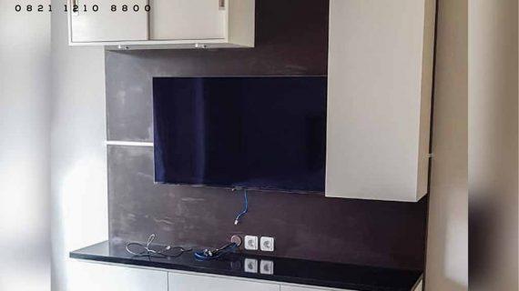 contoh backdrop tv minimalis dengan kombinasi warna