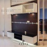 design backdrop tv ruang tamu minimalis by Portu