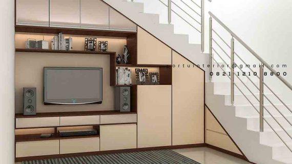 backdrop tv minimalis di bawah tangga