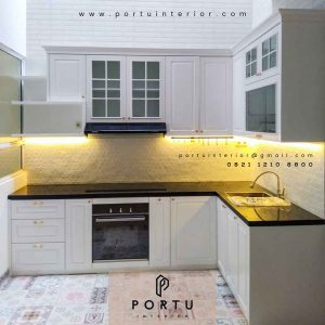 design kitchen set klasik letter L warna putih di Bintaro by Portu Interior id4015