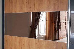 model lemari pakaian sliding minimalis warna coklat kombinasi cermin by Portu Interior id4086