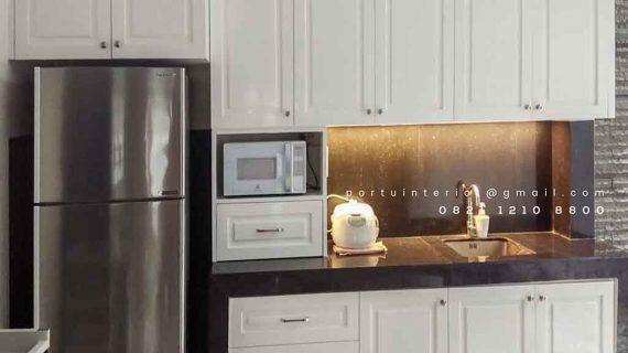 Contoh lemari dapur bersih semi klasik di Casa Jardin id4011