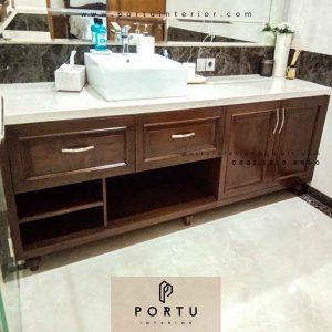 contoh kabinet wastafel kamar mandi klasik di Kelapa Gading id3616