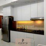 Contoh Terbaru Lemari Dapur HPL Putih Di Sudirman Park Tower A Jakarta Pusat