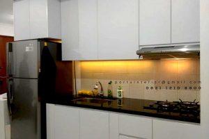 lemari dapur hpl putih minimalis full plafon Gavin by Portu id4337