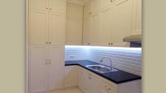 Kitchen Set Semi Klasik Putih Kompleks Billy Moon Duren Sawit Jakarta Timur Id4920PT