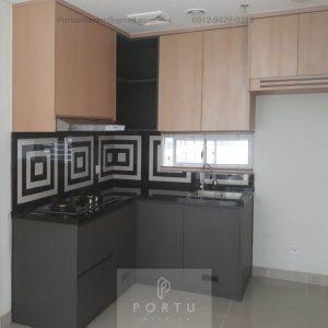 Contoh Kitchen Set Motif Kayu & Grey Rainbow Springs CondoVillas Summarecon Serpong Pagedangan ID5130PT