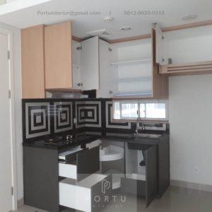 Contoh Kitchen Set Motif Kayu & Grey Rainbow Springs CondoVillas Summarecon Serpong Pagedangan Tangerang ID5130PT