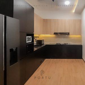 Kitchen Set HPL Black & Motif Kayu Perumahan Sunrise Garden Kebon Jeruk Jakarta ID5155P